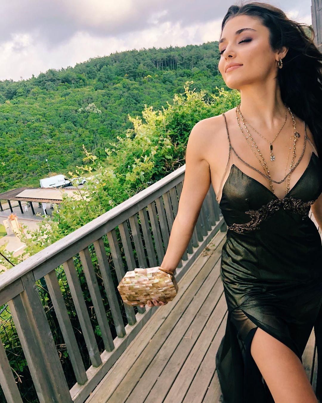 Hande Erçel'in bikinili pozuna 1 milyon beğeni - Sayfa 4