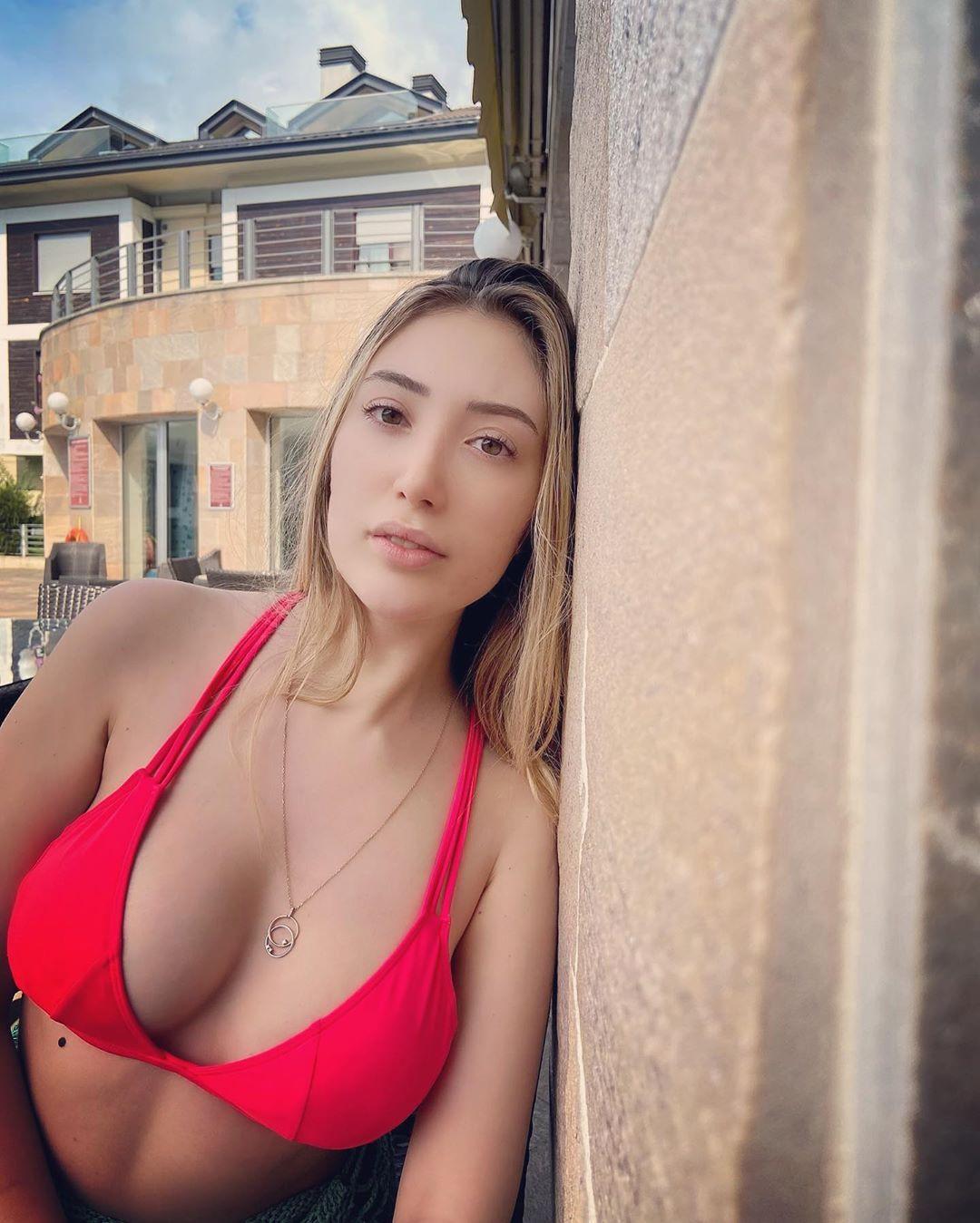 Yasmin Erbil kırmızı bikinisiyle dikkat çekti - Sayfa 2