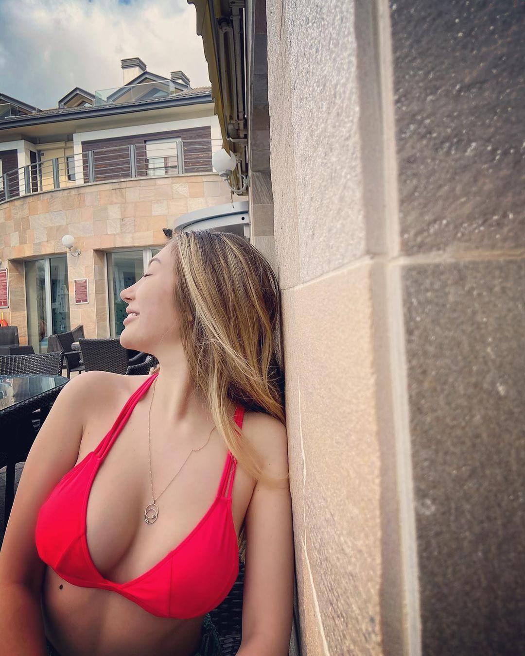 Yasmin Erbil kırmızı bikinisiyle dikkat çekti - Sayfa 3