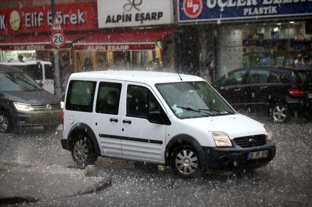 İstanbul'u dolu vurdu! Cevizden büyük… - Sayfa 2