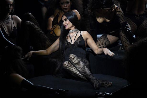 Bella Hadid ve Demi Moore'dan seksi şov - Sayfa 3