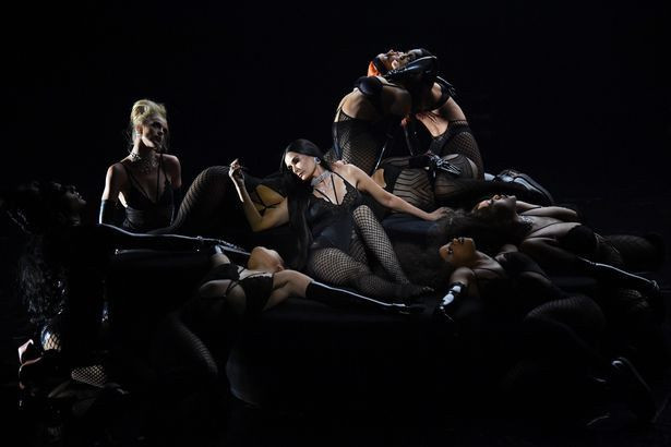 Bella Hadid ve Demi Moore'dan seksi şov - Sayfa 4