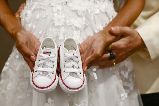 3 gün önce evlenen ünlü çiftin bebekleri doğdu