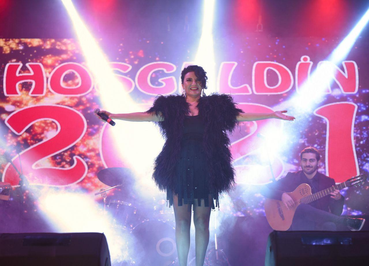 Ünlü şarkıcılarla ekrana veda ediyor - Sayfa 4