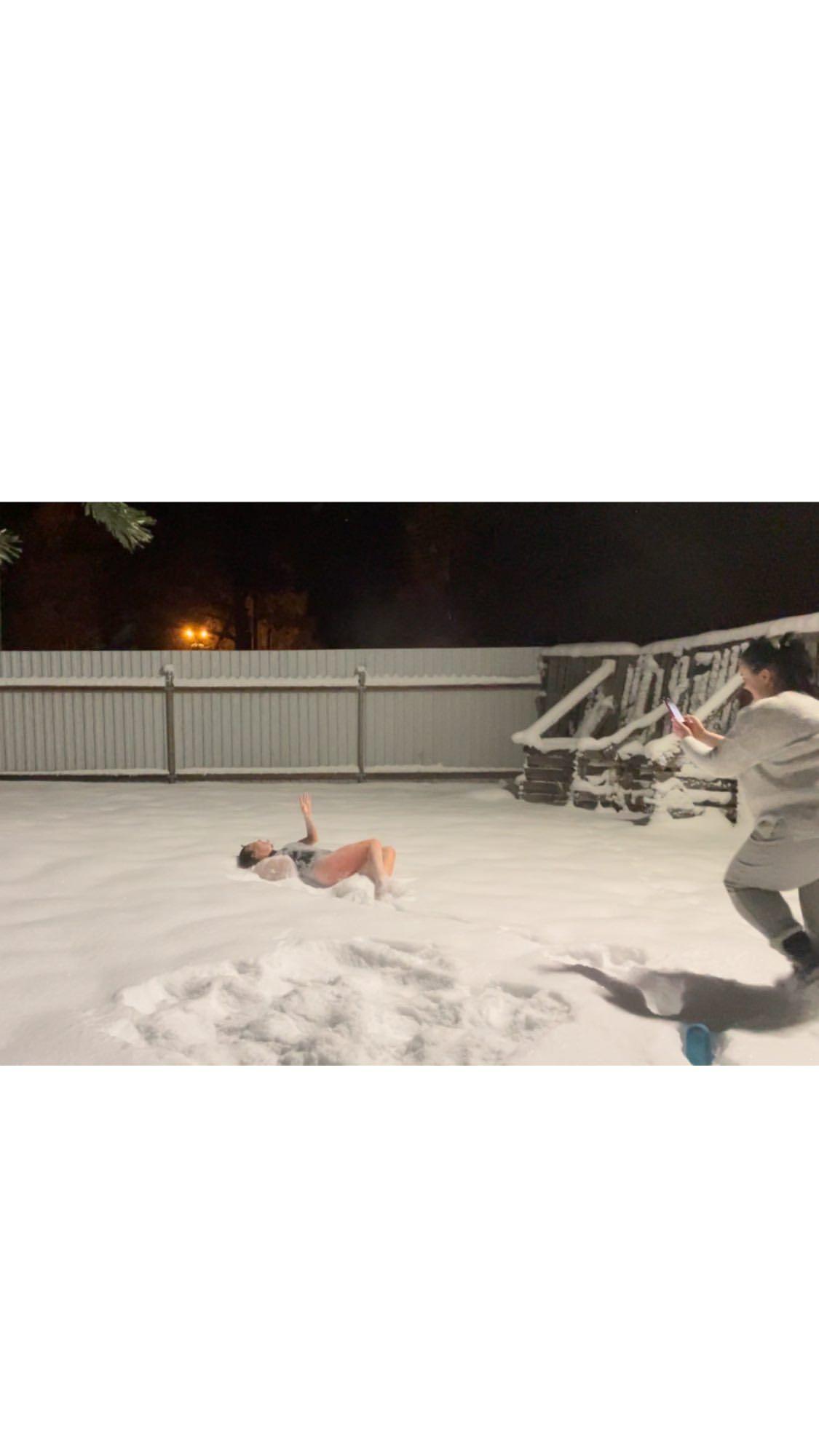 Ünlü sunucu mayoyla karlara atladı! - Sayfa 4