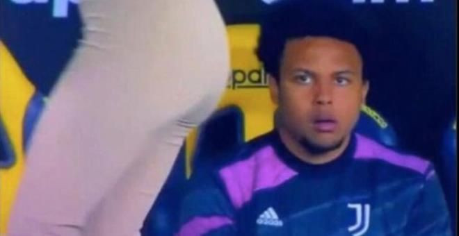 Yıldız futbolcu McKennie, gözlerini Can Yaman'ın sevgilisi Diletta'nın kalçalarından alamadı - Sayfa 5