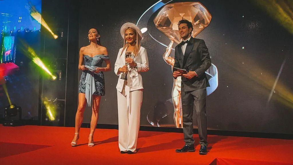 Ünlü sunucu Medina Abdullayeva yılın en iyisi seçildi - Sayfa 1