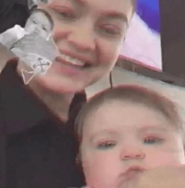 Gigi Hadid'in bebeğinden ilk fotoğraf! Yanlışlıkla paylaştı, hemen sildi! - Sayfa 1