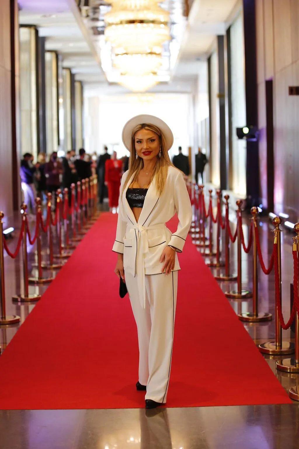 Ünlü sunucu Medina Abdullayeva yılın en iyisi seçildi - Sayfa 3