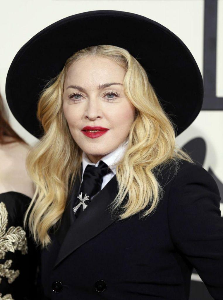 Madonna müstehcen pozlarıyla gündeme bomba gibi düştü - Sayfa 1