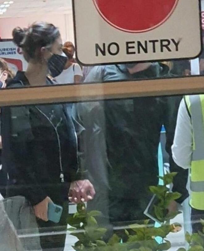 Hande Erçel hasır şapkasıyla mini şortuyla şov yaptı! - Sayfa 3