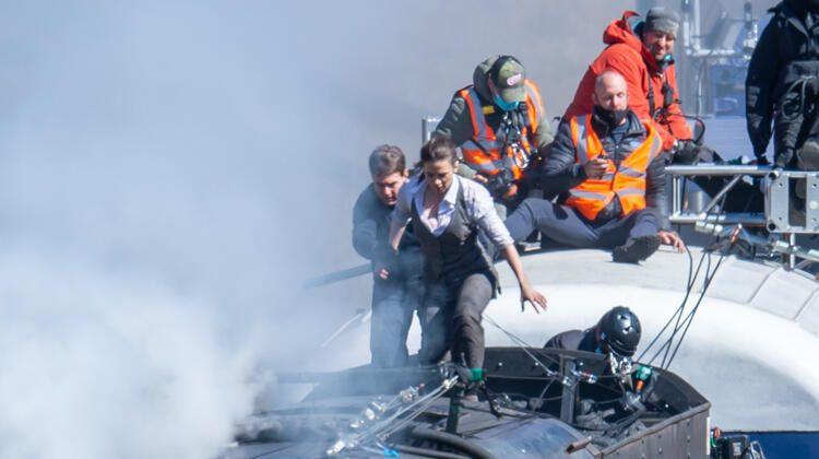 Meraklılar film setini 'bastı', ekipmana tırmandı - Sayfa 1