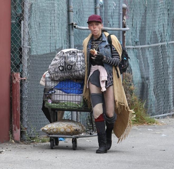 Bir zamanların ünlü modeli şimdi sokaklarda yaşıyor! - Sayfa 3