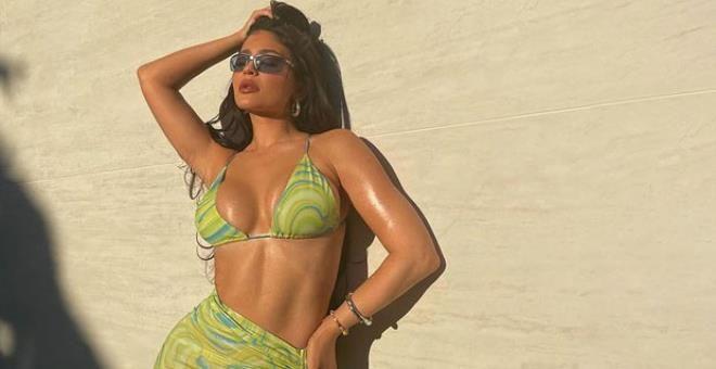 Kylie Jenner, plaj elbisesiyle Instagram'ı salladı! - Sayfa 1