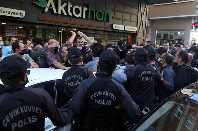 Akşener'e İkizdere'nin ardından Çayeli'nde de protesto! Domates ve su şişeleri atıldı - Sayfa 3