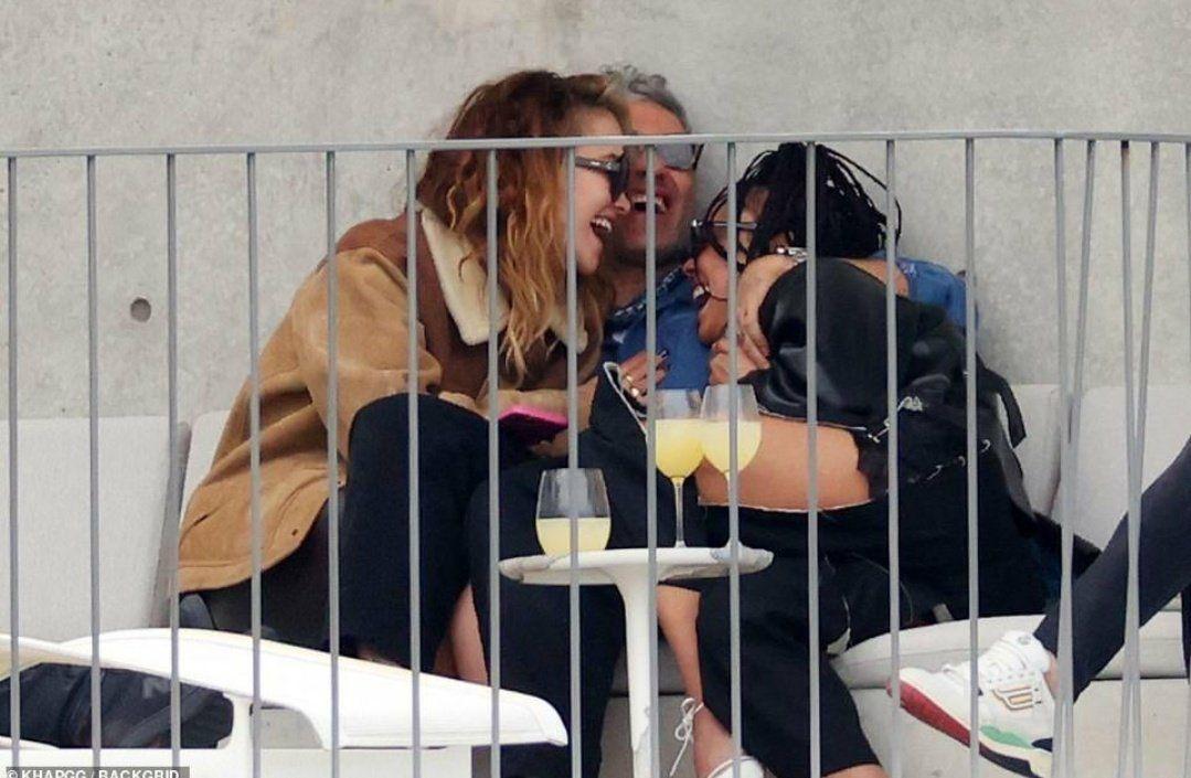 Yeni aşıkların üçlü ortamı! Herkes birbirini öptü! - Sayfa 2