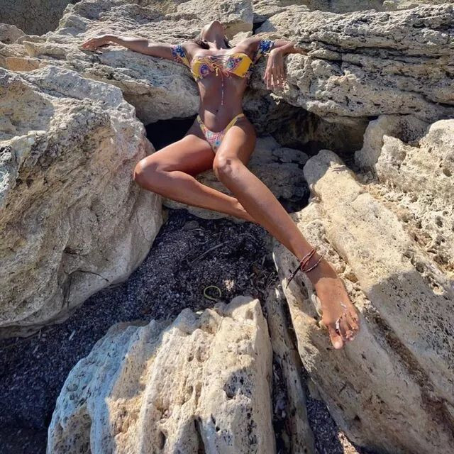 Rotayı kuzeyi Ege'ye çevirdi! Bikinili tatil pozları olay oldu - Sayfa 3