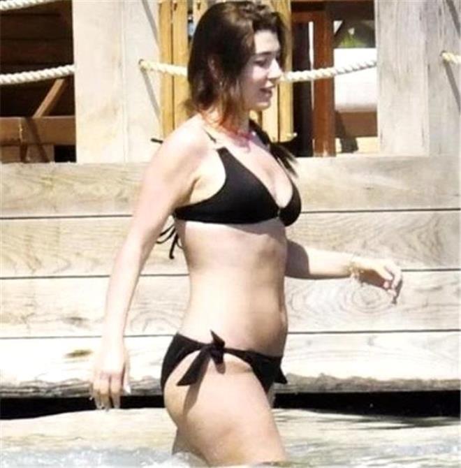 Ünlü oyuncu yaz sezonunu açtı! Sahildeki bikinili pozları olay oldu - Sayfa 3