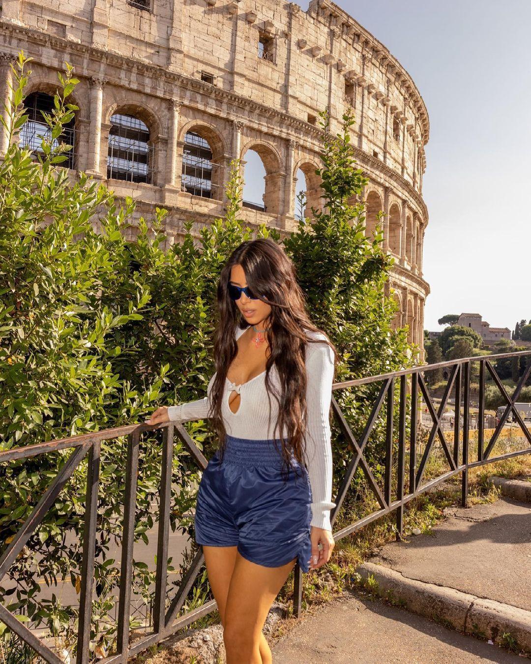Roma'da olan Kim Kardashian'dan üstsüz yatak pozu - Sayfa 2
