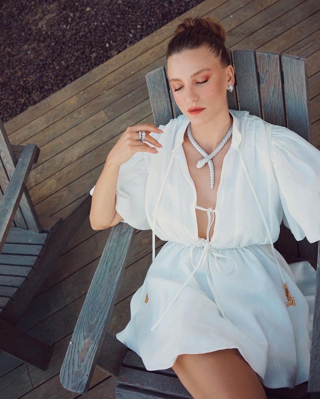 Serenay Sarıkaya bikinili pozlarıyla yaktı geçti - Sayfa 1