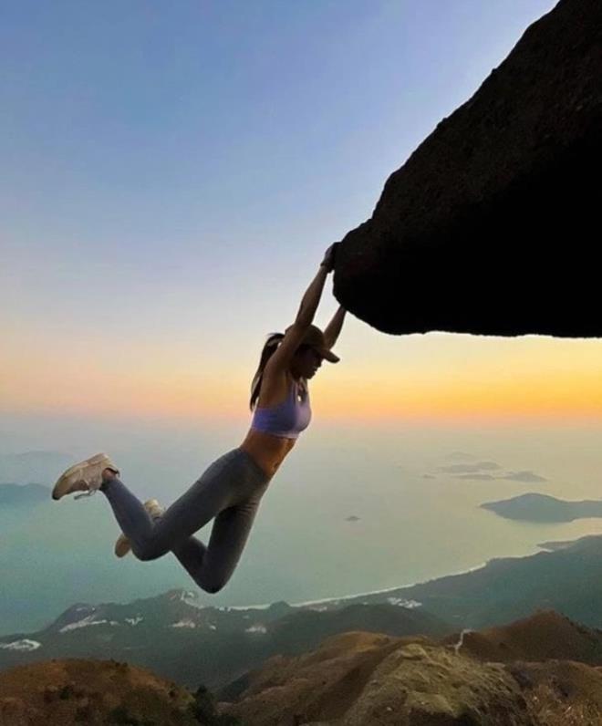 Selfie çekmek için kayalıklara çıkan fenomen uçurumdan düşerek öldü - Sayfa 1