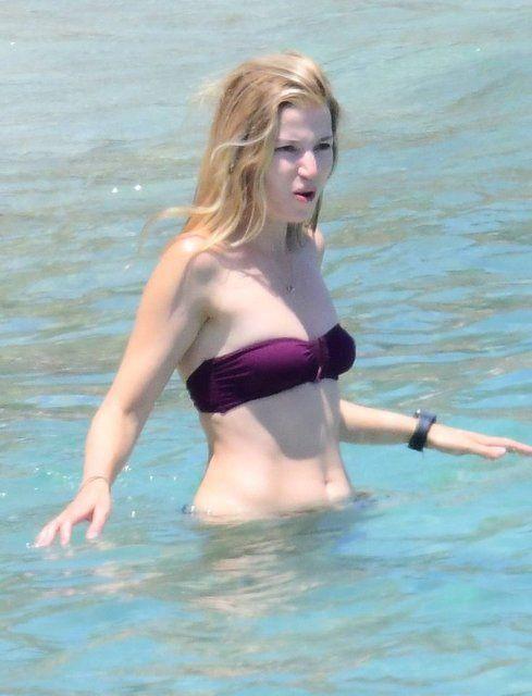 Camdaki Kız dizisinin Selen'i Selma Ergeç bikinili yakalandı! Gençlere taş çıkarttı - Sayfa 1