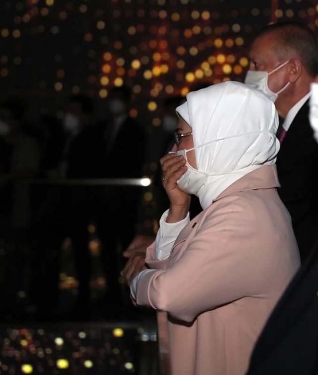 Demokrasi Müzesi'nde duygu dolu anlar! Erdoğan çifti gözyaşlarına hâkim olamadı - Sayfa 3