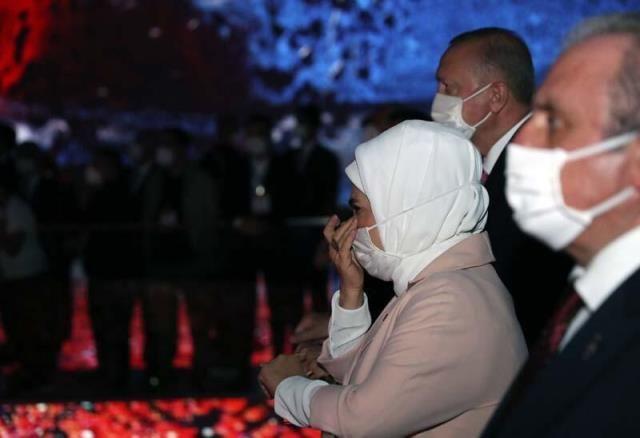 Demokrasi Müzesi'nde duygu dolu anlar! Erdoğan çifti gözyaşlarına hâkim olamadı - Sayfa 4
