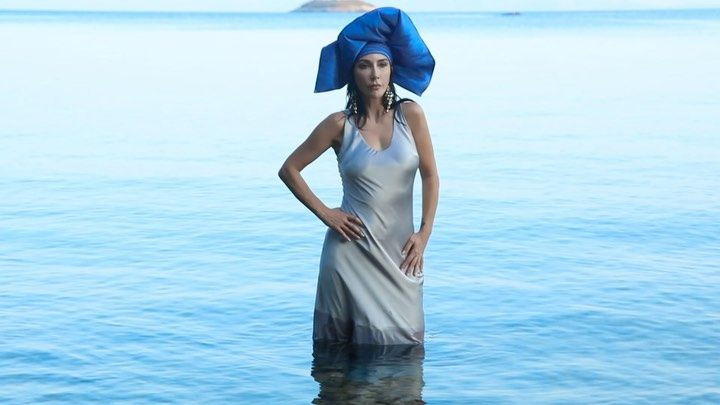 Hande Yener bikinili pozuyla ağızları açık bıraktı! Adeta gençlere taş çıkarttı… - Sayfa 1