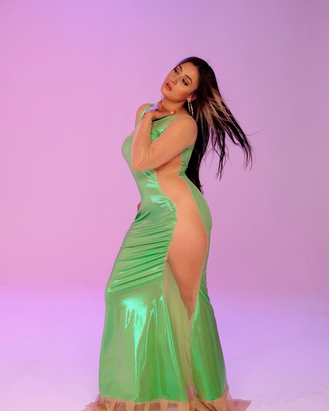Solmaz Çiros transparan elbisesiyle olay yarattı! - Sayfa 4
