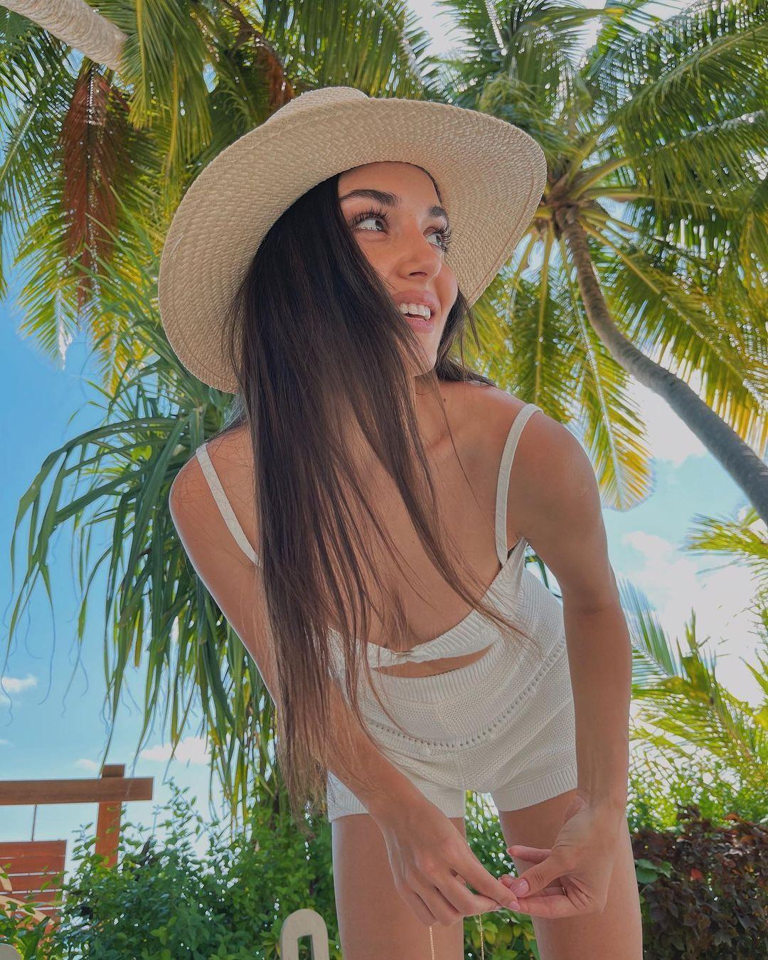 Hande Erçel bikinili pozlarıyla büyüledi! 1 milyondan fazla beğeni aldı... - Sayfa 2