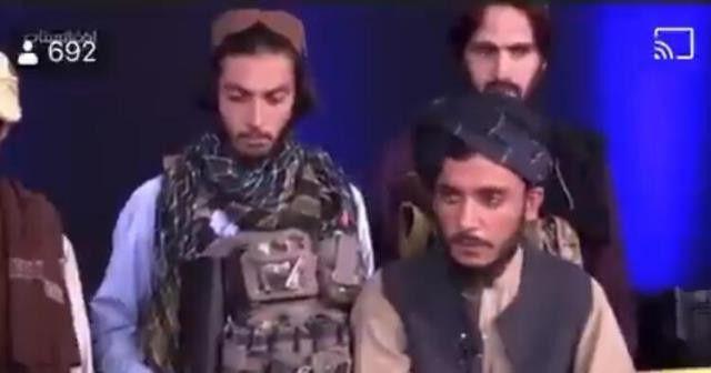Afganistan televizyonunda tarihi anlar: Taliban elinde silahla yayına çıktı - Sayfa 1