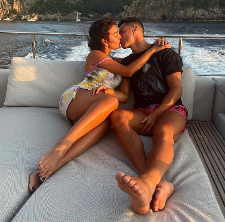 Cristiano Ronaldo ile Georgina Rodriguez'in aşkları belgesel oluyor - Sayfa 9
