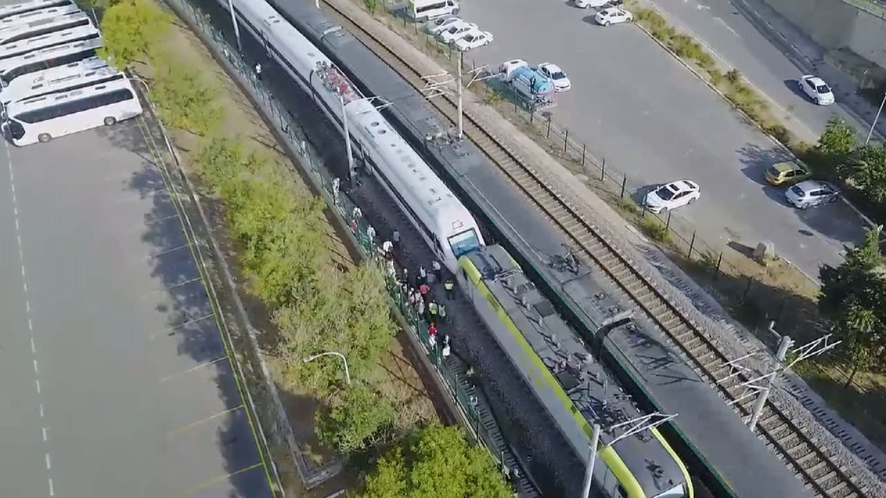 Tuzla'da iki tren kafa kafaya geldi, facianın eşiğinden dönüldü - Sayfa 1