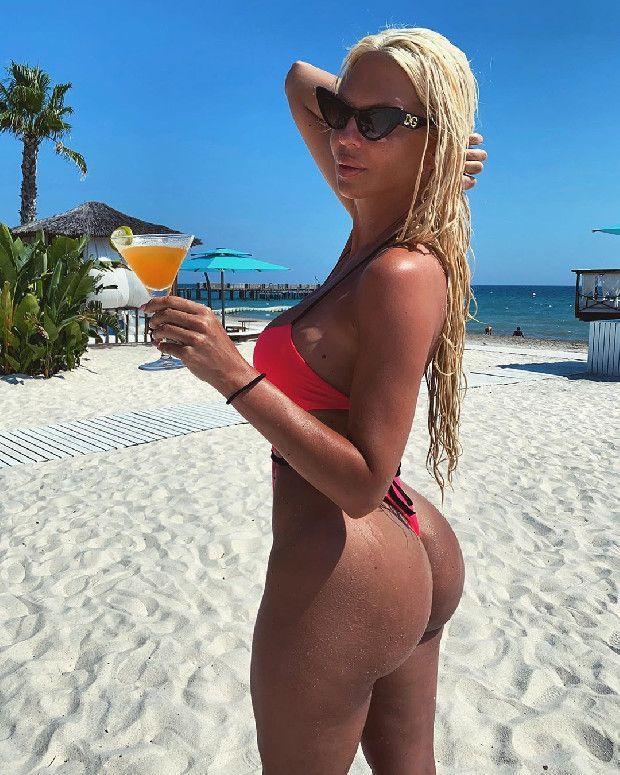Tosic'in eski eşi Jelena Karleusa'dan olay paylaşım! Pembe bikinisiyle... - Sayfa 10