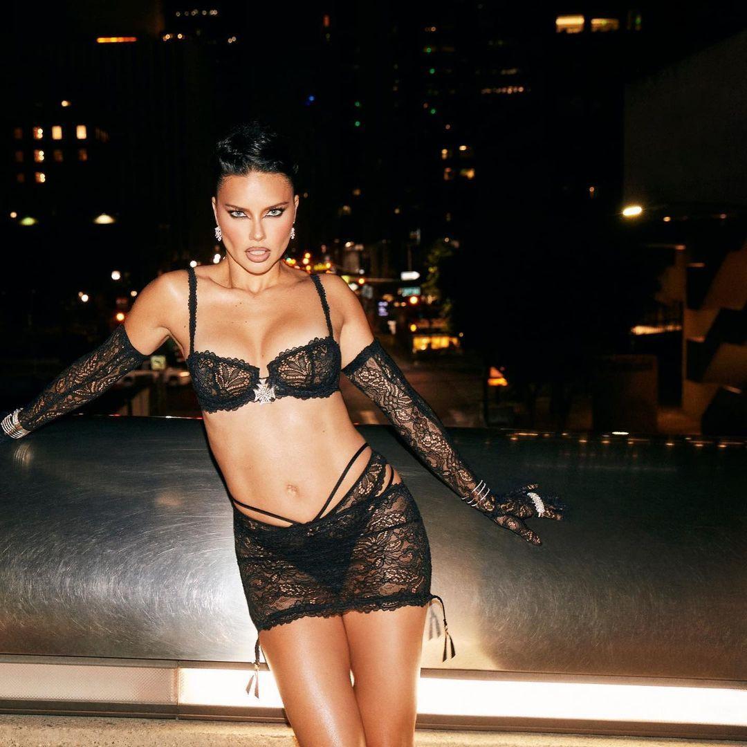 Adriana Lima iç çamaşırlarıyla objektif karşısına geçti! O pozlar sosyal medyayı salladı... - Sayfa 3