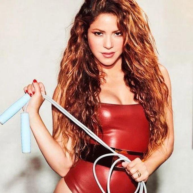 Shakira cesur pozlarıyla nefes kesti! Sosyal medyayı salladı - Sayfa 1