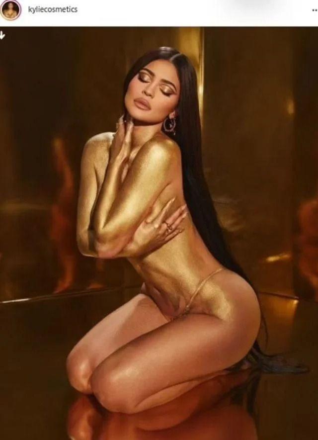 Hamileliği Kylie Jenner'ı durdurmadı! Çırılçıplak kamera karşısına geçti - Sayfa 2