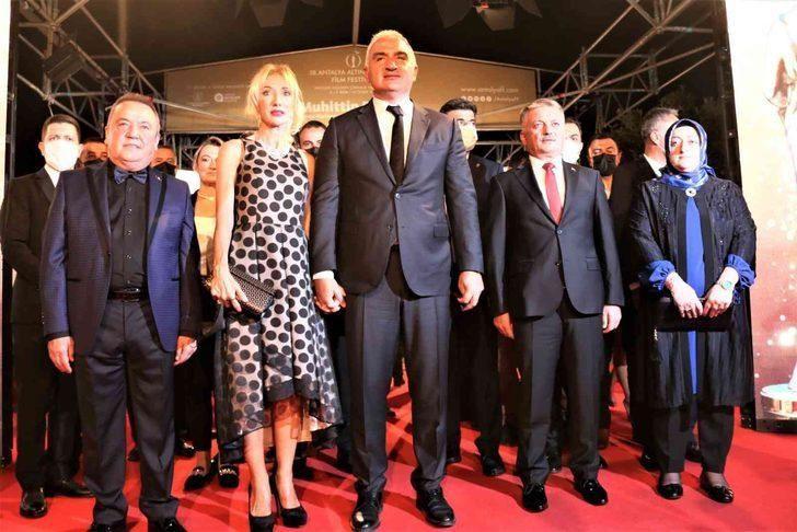 58. Antalya Altın Portakal Film Festivali'nde kırmızı halıda şıklık yarışı - Sayfa 3