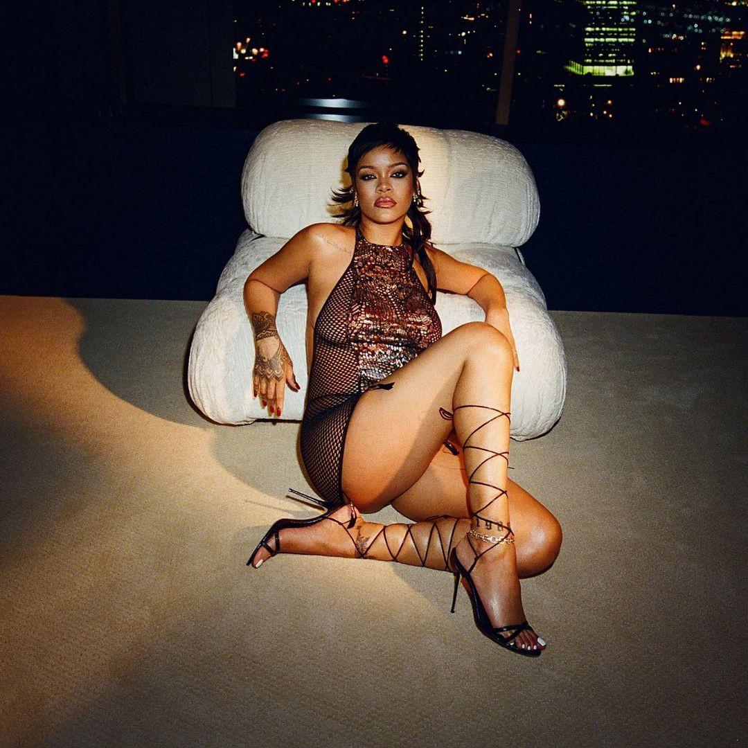 Rihanna yeni iç çamaşırı koleksiyonunu tanıttı! Kendine hayran bıraktı - Sayfa 6