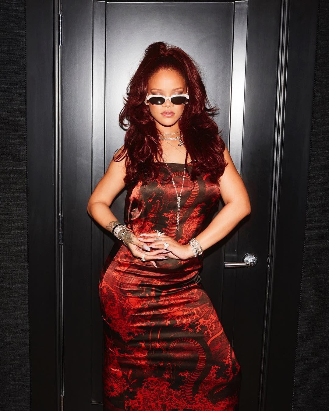 Rihanna yeni iç çamaşırı koleksiyonunu tanıttı! Kendine hayran bıraktı - Sayfa 16