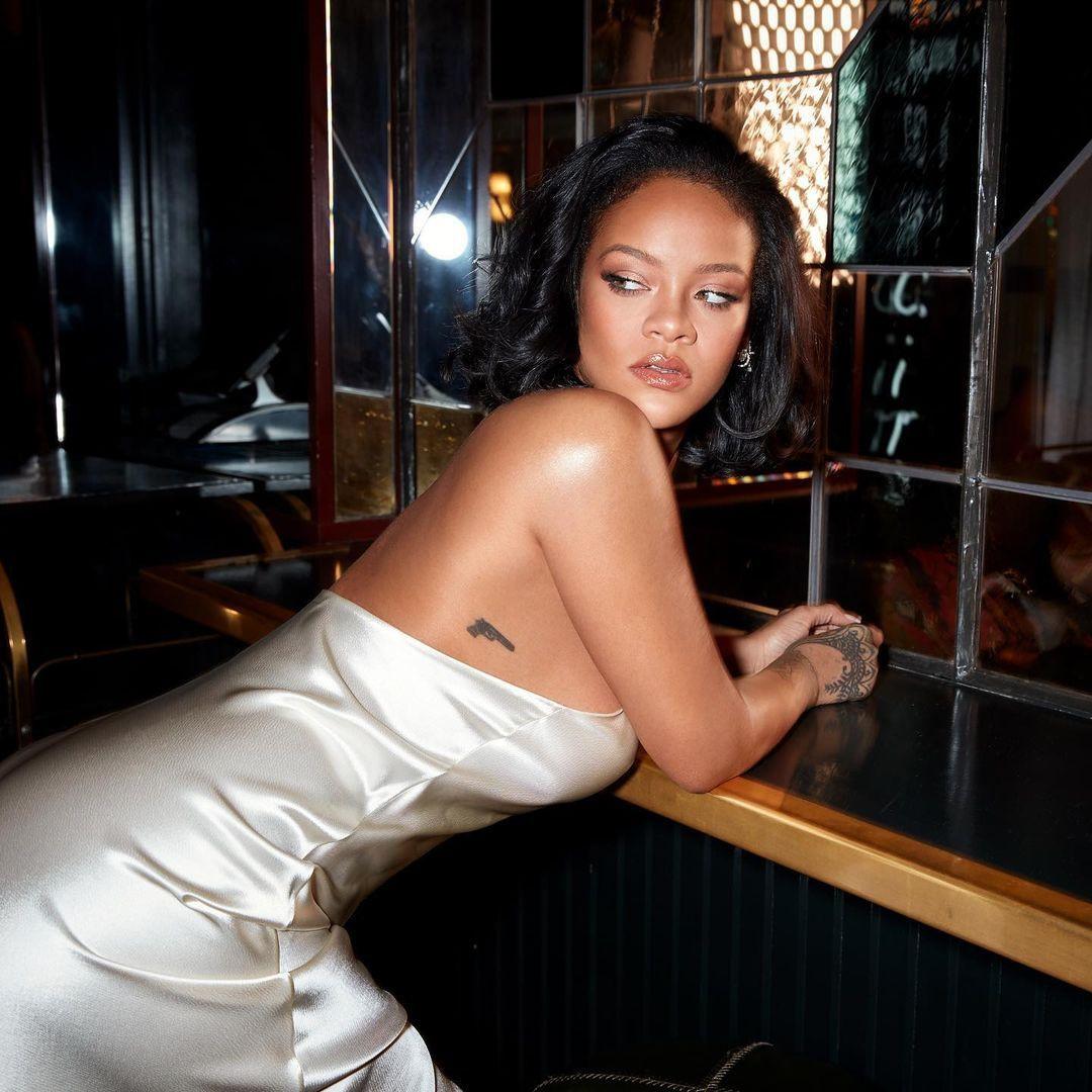 Rihanna yeni iç çamaşırı koleksiyonunu tanıttı! Kendine hayran bıraktı - Sayfa 5