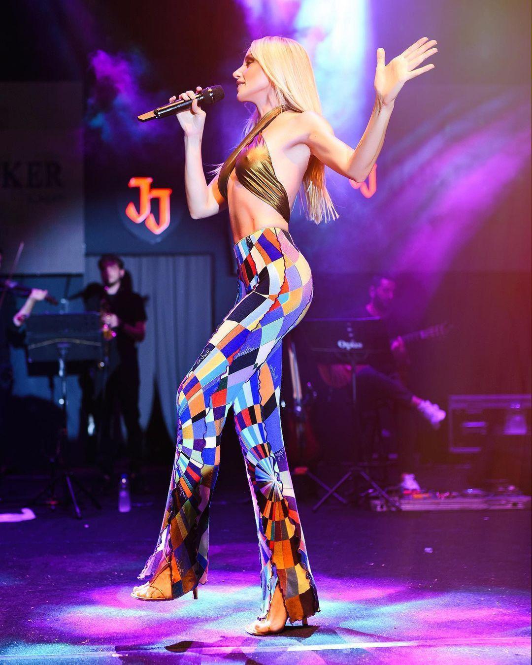 Gülşen'den yine olay sahne kıyafeti! Konsere transparan elbiseyle çıktı... - Sayfa 3