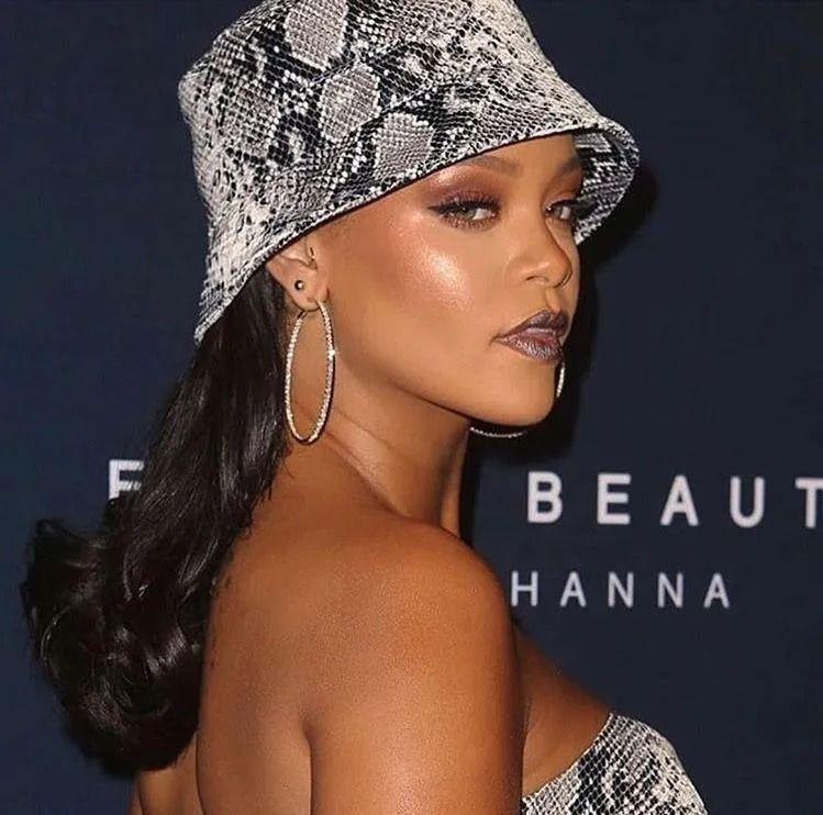 Rihanna yeni iç çamaşırı koleksiyonunu tanıttı! Kendine hayran bıraktı - Sayfa 4