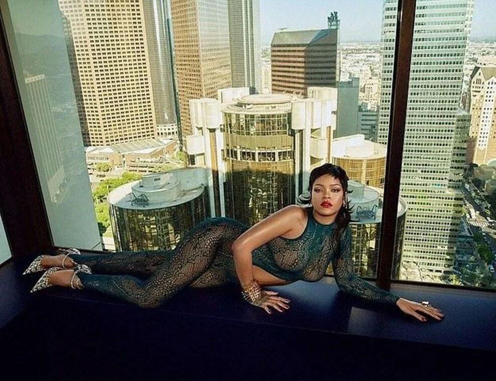 Rihanna yeni iç çamaşırı koleksiyonunu tanıttı! Kendine hayran bıraktı - Sayfa 10