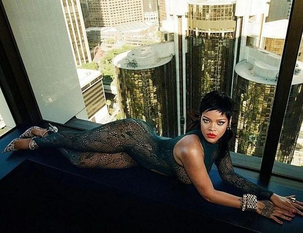 Rihanna yeni iç çamaşırı koleksiyonunu tanıttı! Kendine hayran bıraktı - Sayfa 11