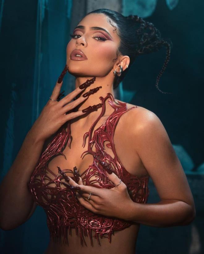 Kylie Jenner pozlarıyla sınırları zorladı! - Sayfa 3