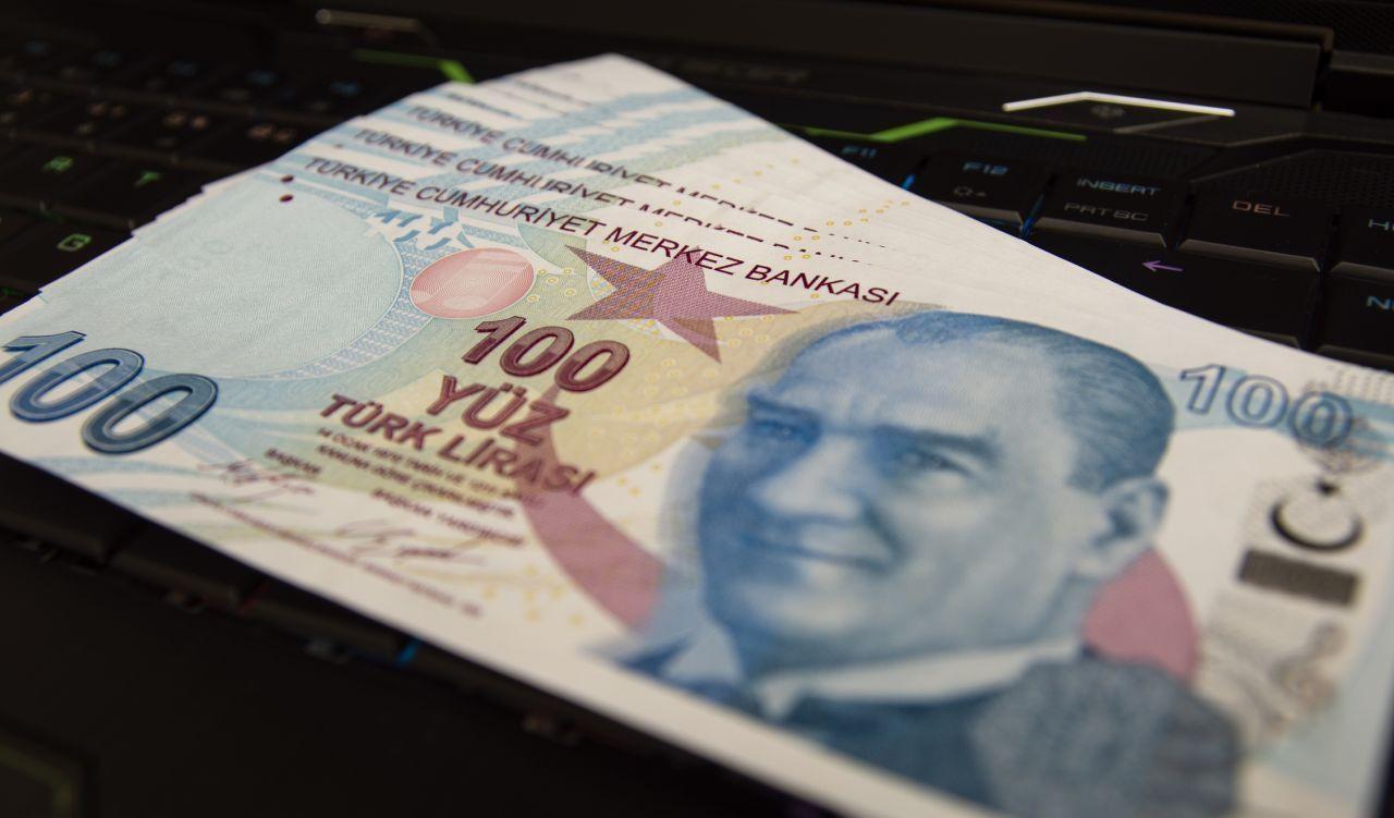 Türk-İş Başkanı'ndan 2022 asgari ücret zammıyla ilgili heyecanlandıran çıkış: 45 yıla bedel olacak - Sayfa 1