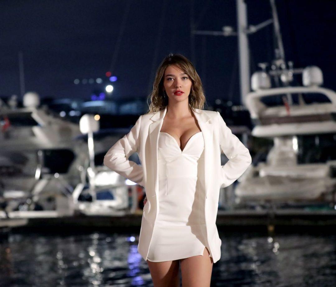 Aşk Mantık İntikam'ın Çağla'sı Melisa Döngel derin göğüs dekolteli poz! Instagram'ı yaktı geçti... - Sayfa 2