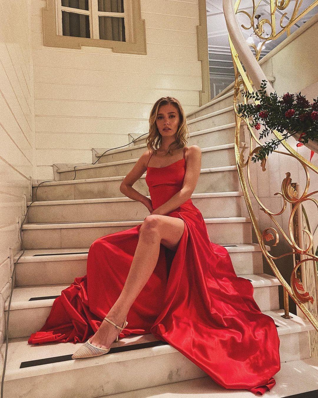 Aşk Mantık İntikam'ın Çağla'sı Melisa Döngel derin göğüs dekolteli poz! Instagram'ı yaktı geçti... - Sayfa 1